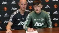 Dylan Levitt đã ký kết hợp đồng thi đấu chuyên nghiệp với ManUtd