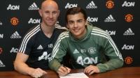 Tom Sang gia hạn hợp đồng với Manchester United.