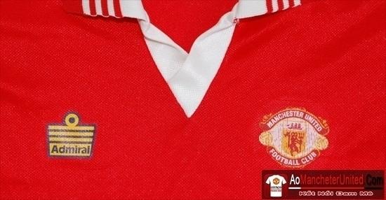 Lịch sử các hãng sản xuất trang phục cho Manchester United